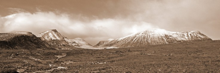 Photo of late winter snow on Quinag from the A894 main road between Inchnadamph and Kylesku